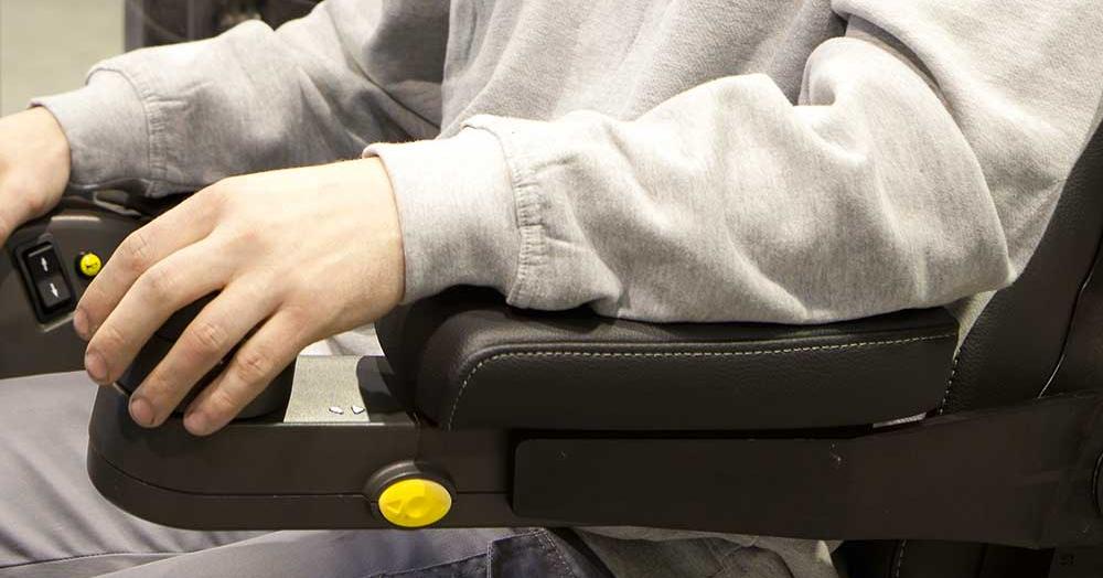 forklift-steering-wheel-floating-armrest-1